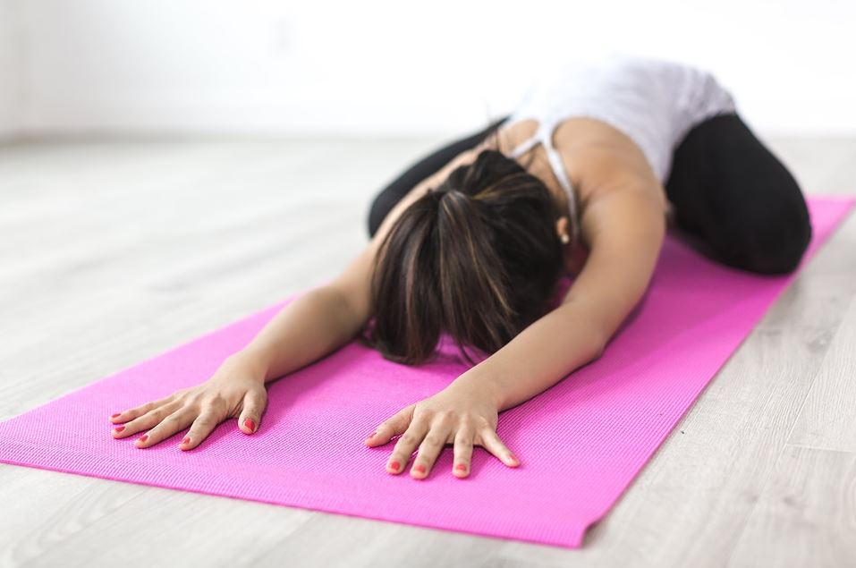 How to Combine Yoga and Weight Lifting for a Unique Workout